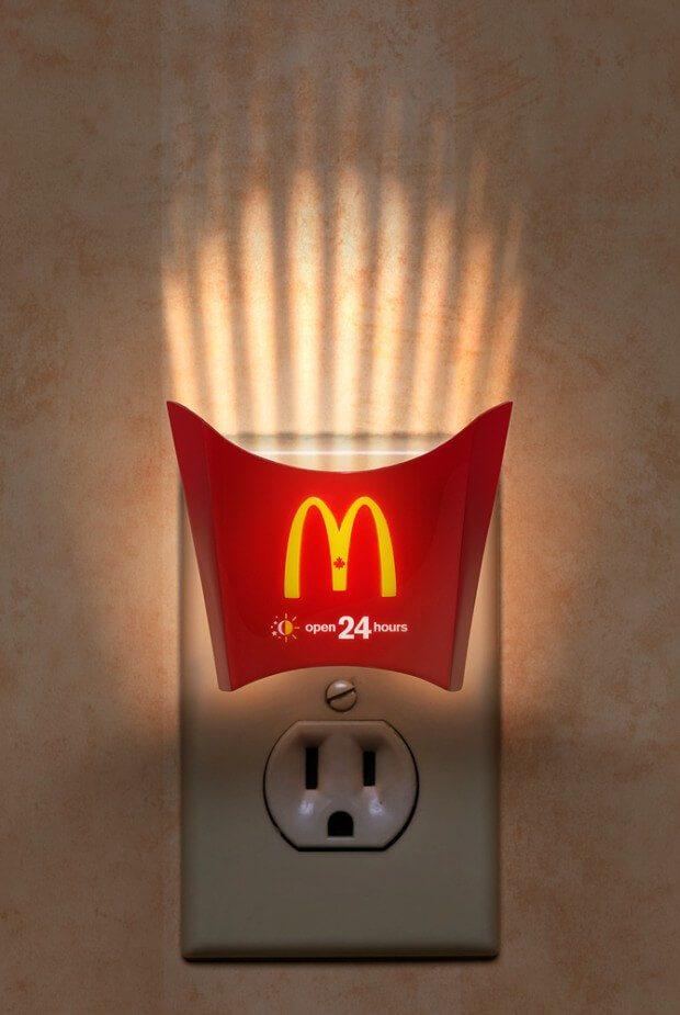 kreative-werbung-mcdonalds-guerilla-nachtlicht-promotion