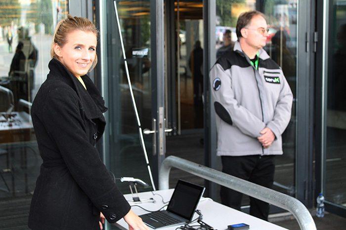 Eine Hostesse vom ONE EY DAY