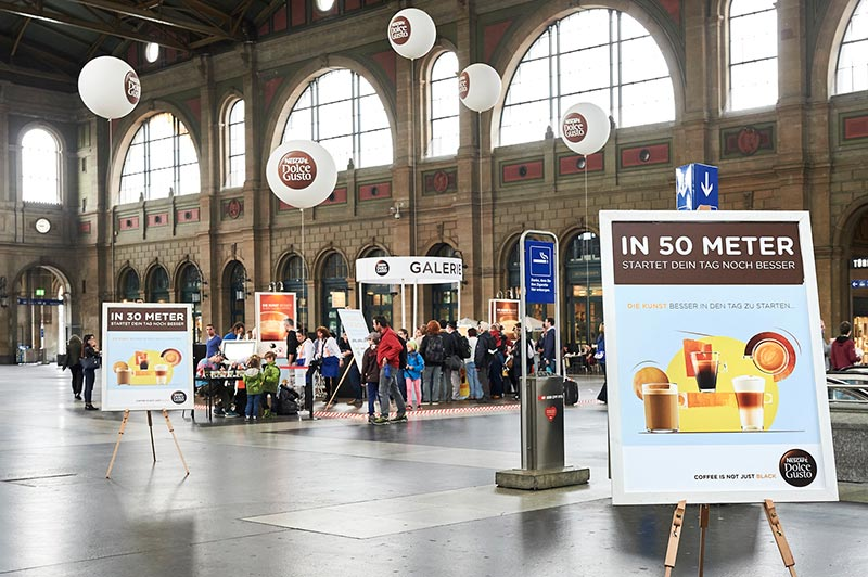 Promotion der Boost Group -Dolce Gusto Sampling am Bahnhof